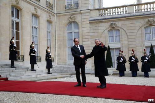 El presidente de Francia  pide a Obama eliminar el embargo a Cuba