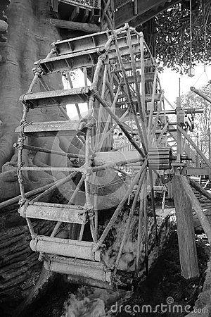 Парк Дисней водяной мельницы Парижа