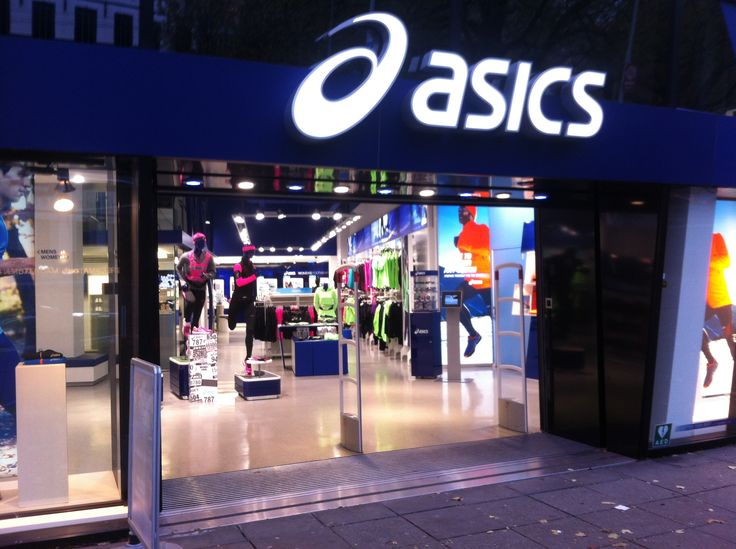 This Asics store was really specialized in everything you need for running. Even though I really liked this brand, the designs of the tights did not really fulfill my expectations of what I want them to be like.