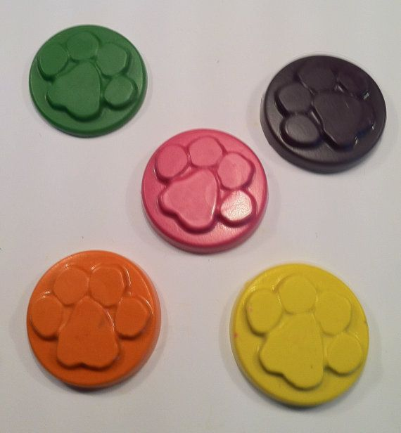 Paw print crayons - cat -dog - bear Birthday theme  - Party favor .- set of 10 paw print crayons