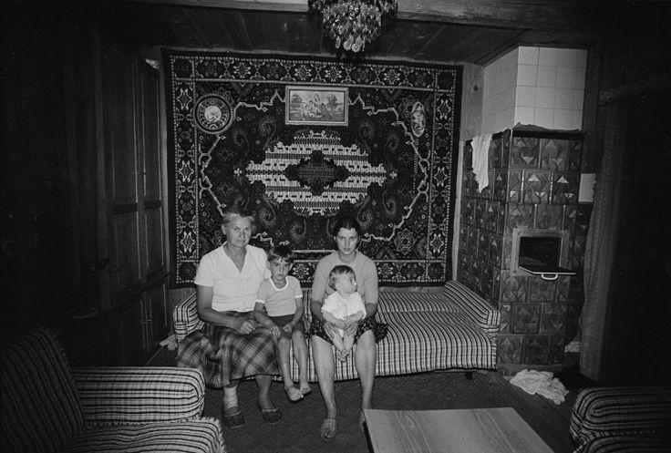 Zofia Rydet   Zapis socjologiczny Data: 1978–1990 Cykl: ludzie we wnętrzach Region: Biały Dunajec