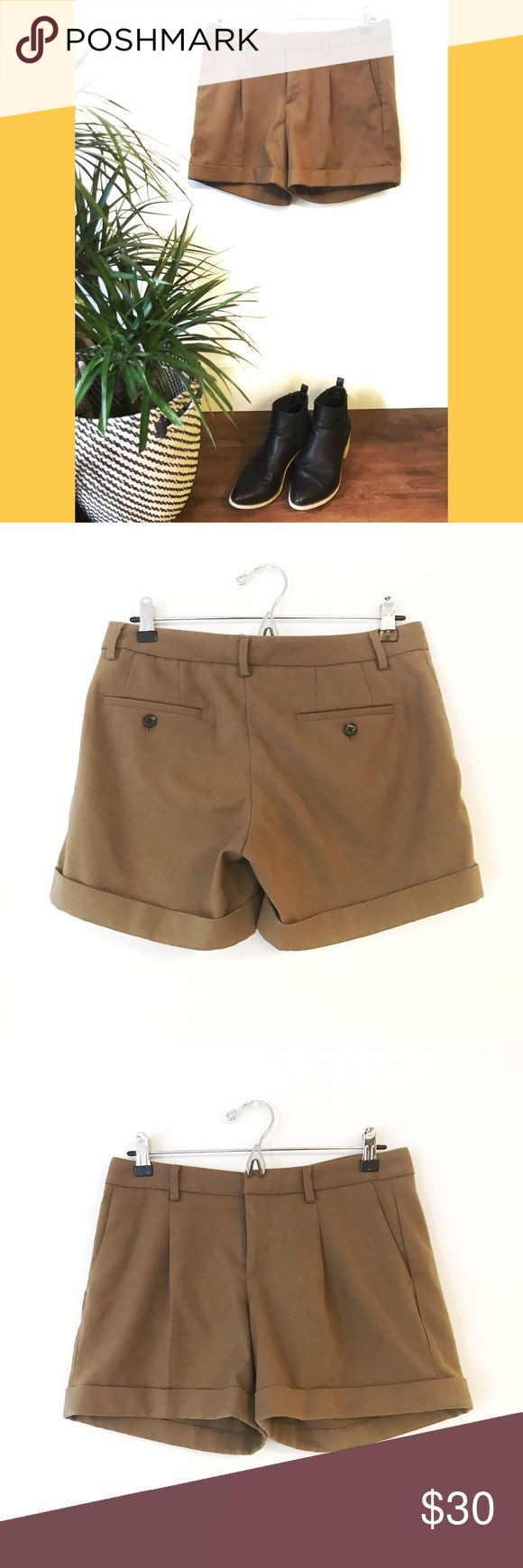 ✨UNIQLO Camel Shorts✨ Size M for Women. Waist 64cm (25in) Hip91cm (36in). Clean as brand new. No sign of wear or use. Very decent material. Uniqlo Shorts