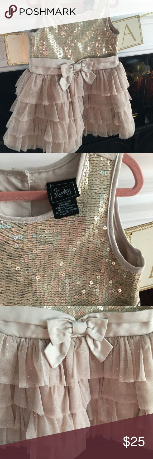 Cynthia Rowley Toddler Holiday Dress Lovely gold sparkly dress! Daughter loved it and she was so sad I am selling. In excellent condition, used 1 time. No stains/rips/holes Cynthia Rowley Dresses Formal