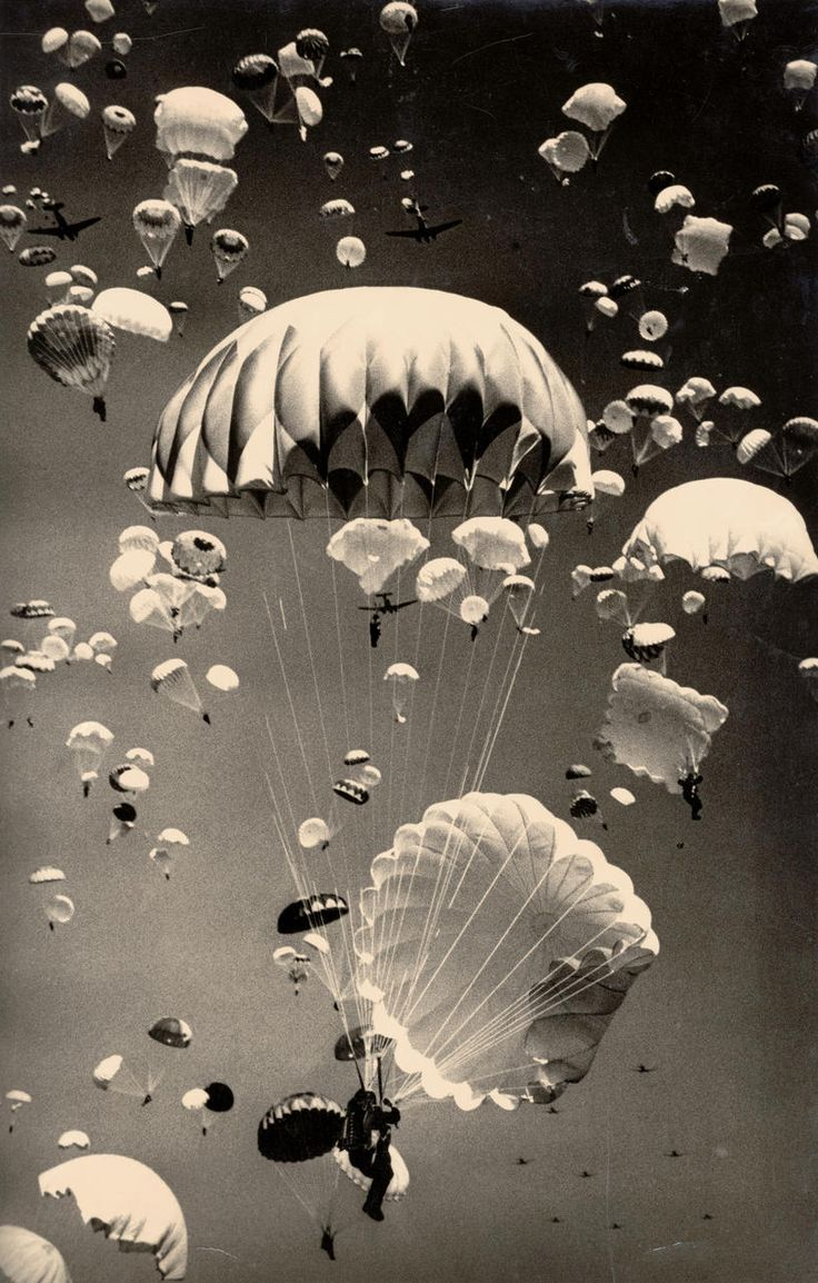 Paratroopers over Moscow. Photography by Yakov Rumkin. ca 1940's. ☀