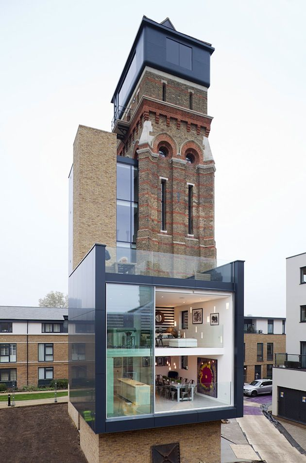 This modern house with 4 bedrooms was originally an old water tower. Unbelievable! It is a great piece of work by Leigh Osborne and Graham Voice.