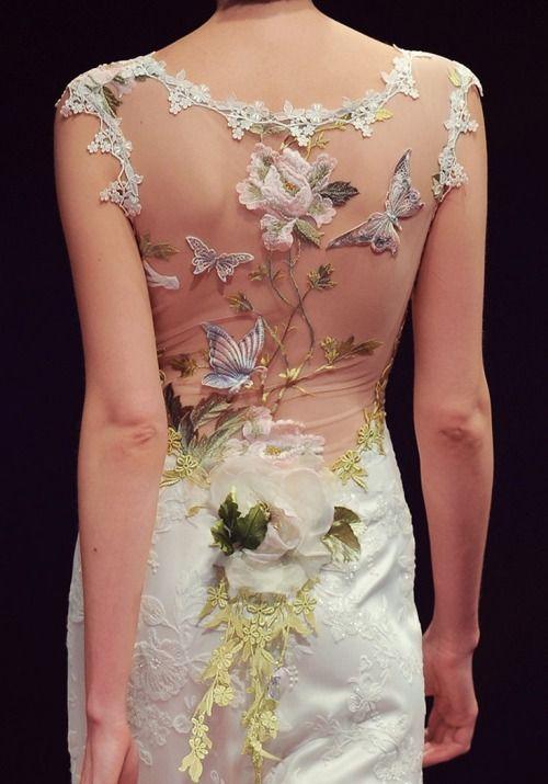 Claire Pettibone, Papillon