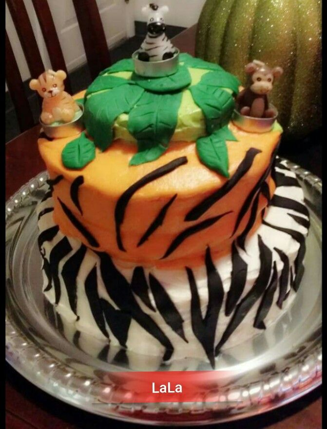 Baby shower animal cake