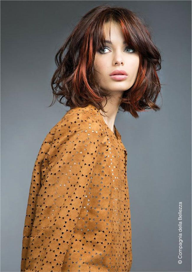 Tendenze colore capelli 2016 autunno inverno: sunshine shatush. Messy medium length hair. Chestnut.
