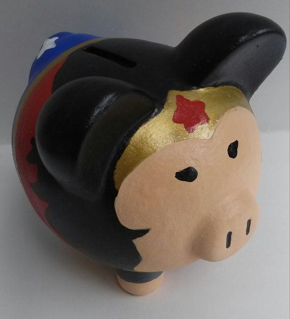 Wonder Woman Medium Ceramic Piggy Bank por OneofaKIM en Etsy