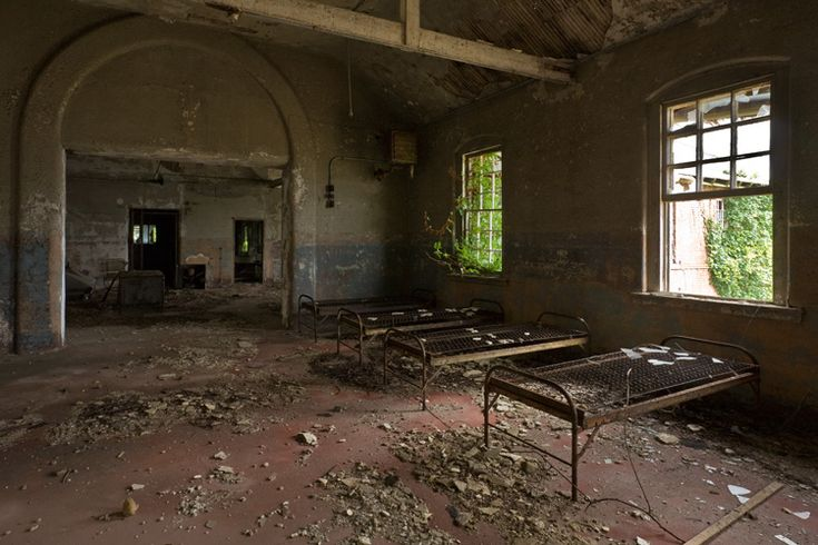 A women's asylum rots on an abandoned New York island, more than 850,000 residents - all of them dead.