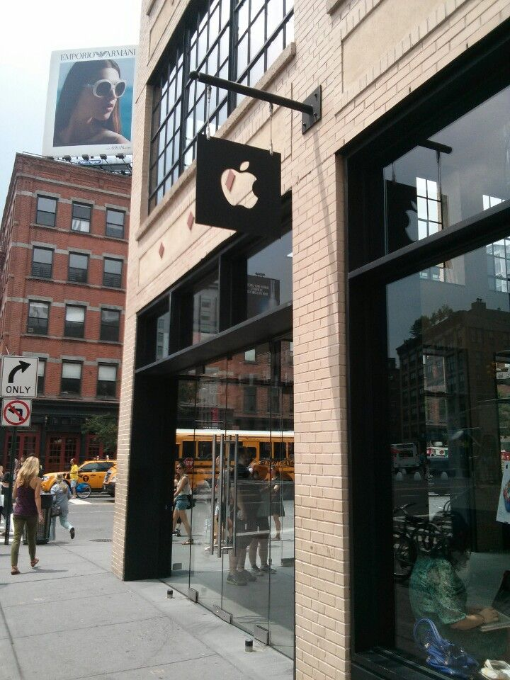 Apple Store, West 14th Street in New York, NY