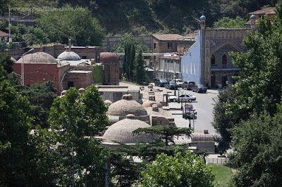 Абанотубани (груз. აბანოთუბანი) – банный квартал в центре Тбилиси, построенный на горячих сернистых источниках