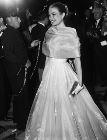 Grace Kelly in Helen Rose at 1956 Academy Awards.