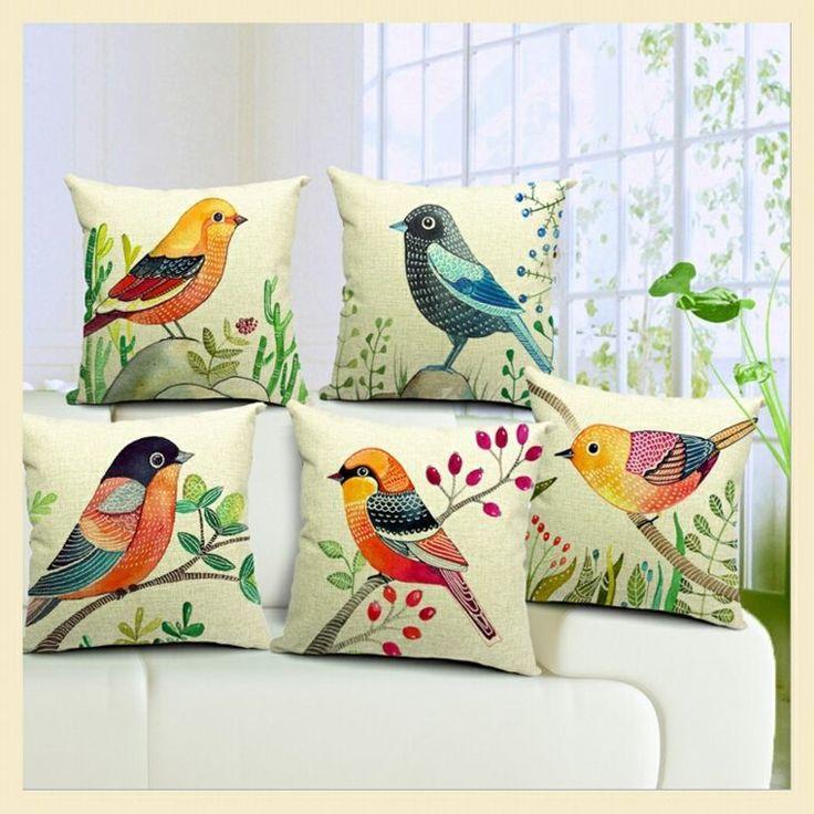 Coussin avec dessin d'oiseau