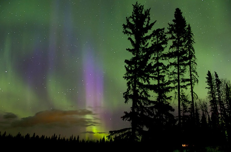 Gorgeous auroral display at Fort St. John, photographed by Steve Milner at 1 am