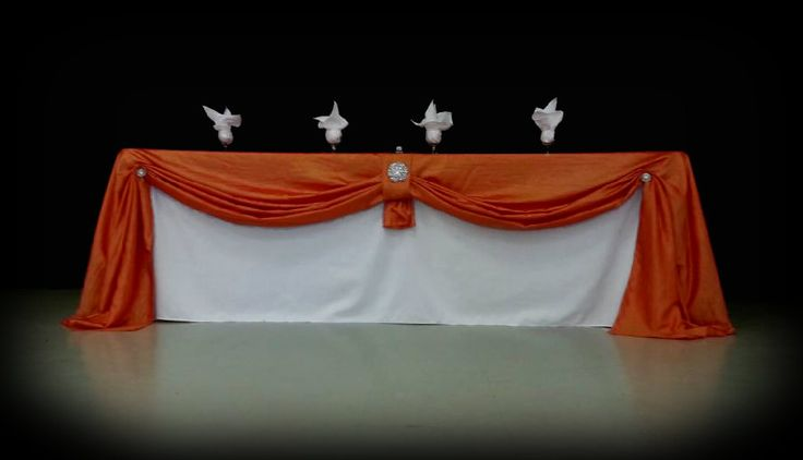 Head Table White poly, Orange crinkle