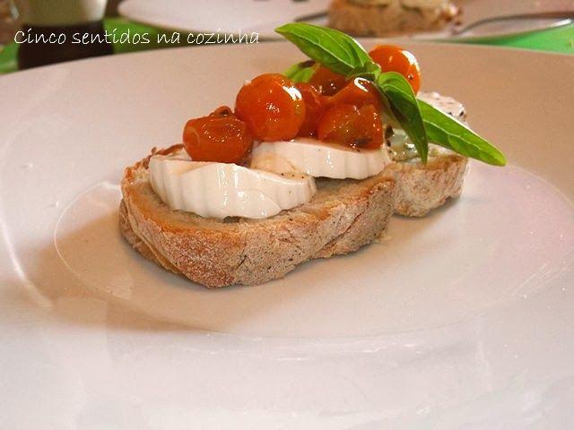 Cinco sentidos na cozinha: Tomate- cereja assado no forno com azeite, alho e manjericão