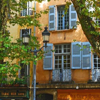 Also in Aix-en-Provence...I recognized it right away (Place de la Mairie)