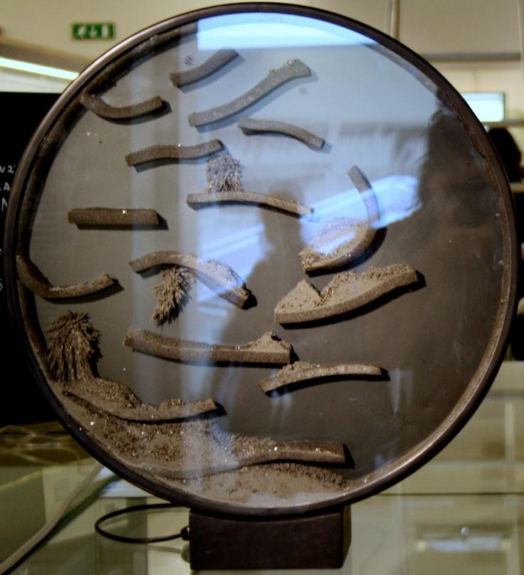 Davide Boriani, Superficie magnetica (1961) Collezione Valmore. Courtesy: Studio d'arte Vicenza     Gruppo N, Visione dinamica (1962)