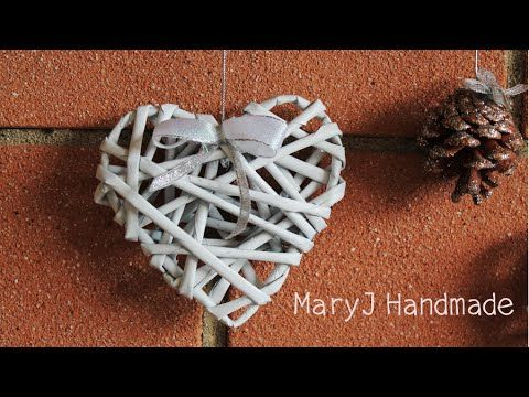 How to weave hearts from newspaper tubes - YouTube