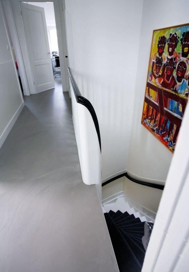 Motion gietvloer op overloop. Stijlvol en exclusief. De Motion MIX is levendige gietvloer welke zich naadloos aansluit op ieder interieur. Bijna iedere kleur verkrijgbaar en de Motion gietvloeren zijn in iedere ruimte toepasbaar, van overloop zolder, van badkamer tot woonkamer