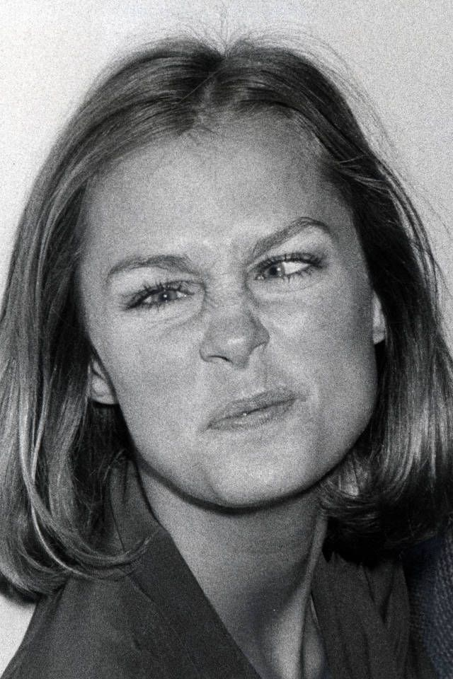A look back at the history of supermodels making silly faces. Lauren Hutton, 1975.