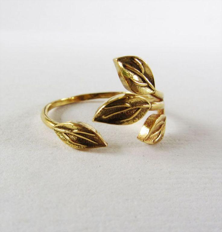 anillo hojas bañado oro nucca