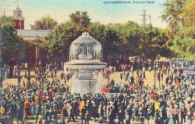 TORONTO - EXHIBITION - GOODERHAM FOUNTAIN - HUGE CROWD - 1941
