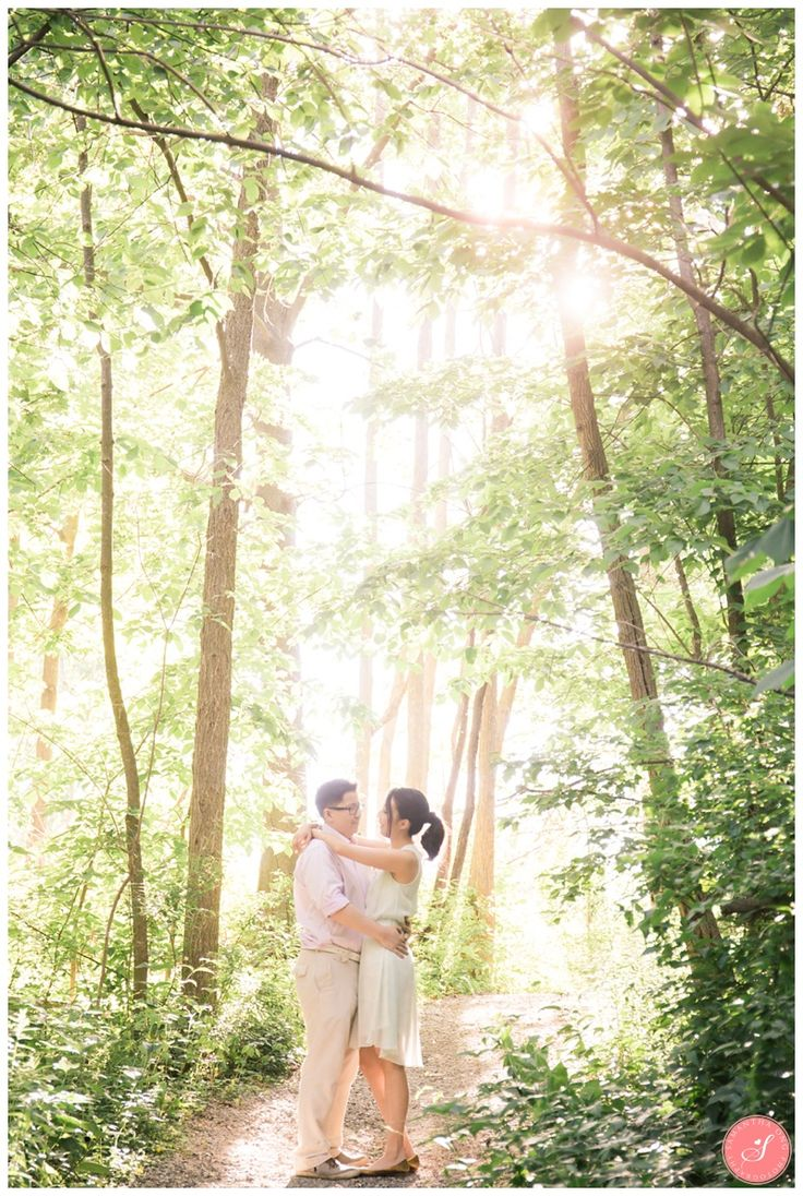 A Magical and Fairytale Engagement in Scarborough Forest    © 2016 Samantha Ong Photography www.samanthaongphoto.com #samanthaongphoto #weddingphotography #forest #engagement #engagementphotos