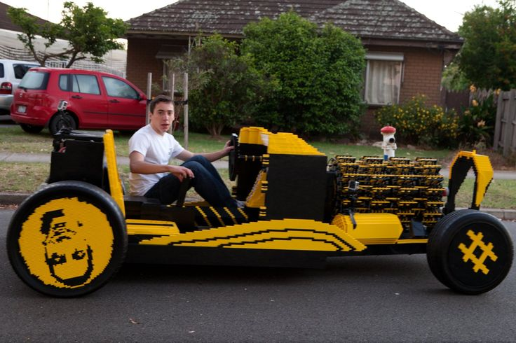 500,000-brick LEGO car fueled by compressed air powering 256 LEGO pistons