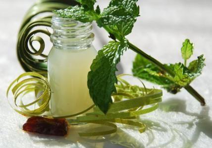 Recette : Bain de bouche purifiant Menthe poivrée & Propolis - Aroma-Zone