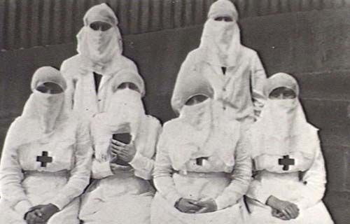 1918 HEALTH, INFLUENZA: No, it is not a group of traditional Arab women. They are medical practitioners from the 1918 flu pandemic.