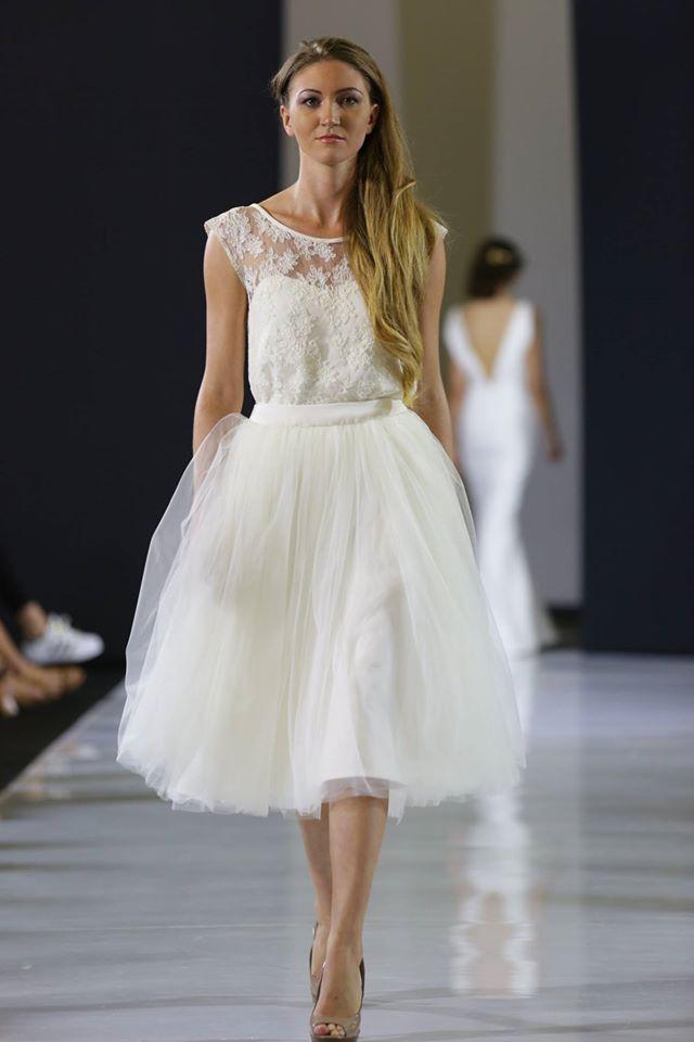 Robe de mariée courte, dentelle et jupe en tulle  Tulle
