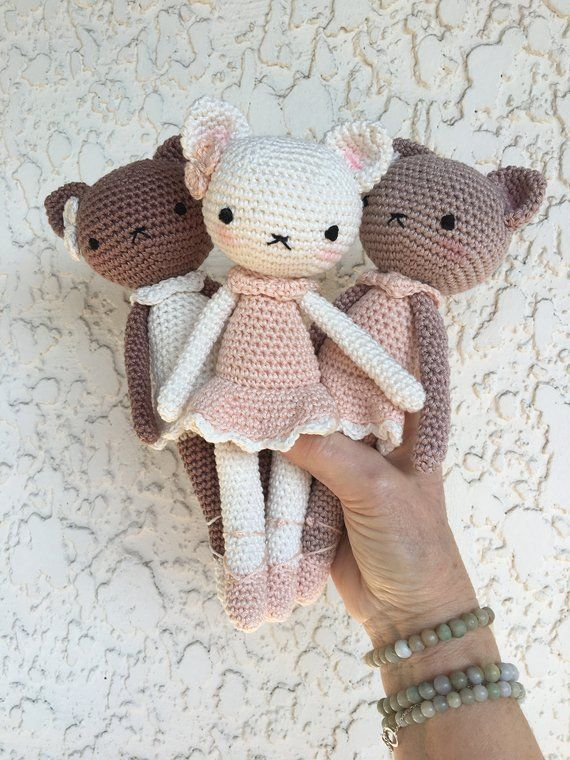 Ballerina Kitty Crochet Pattern - thefriendlyredfox.com | 760x570