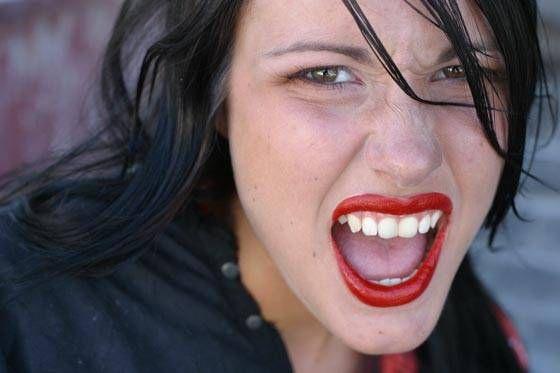 Grandes divas do cinema como Marilyn Monroe Brigitte Bardot e Angelina Jolie têm nos lábios sensuais e carnudos sua 'marca registrada' Hoje a cirurgia plástica ajuda quem deseja ter uma boca mais volumosa Veja aqui as técnicas usadas