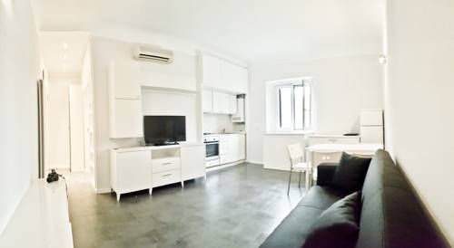 Flat Charming & Bright Milano Located 1.2 km from Milan Fashion District and 1.4 km from Brera, Flat Charming & Bright offers pet-friendly accommodation in Milan. The apartment is 1.5 km from Villa Necchi Campiglio. Free WiFi is available throughout the property.
