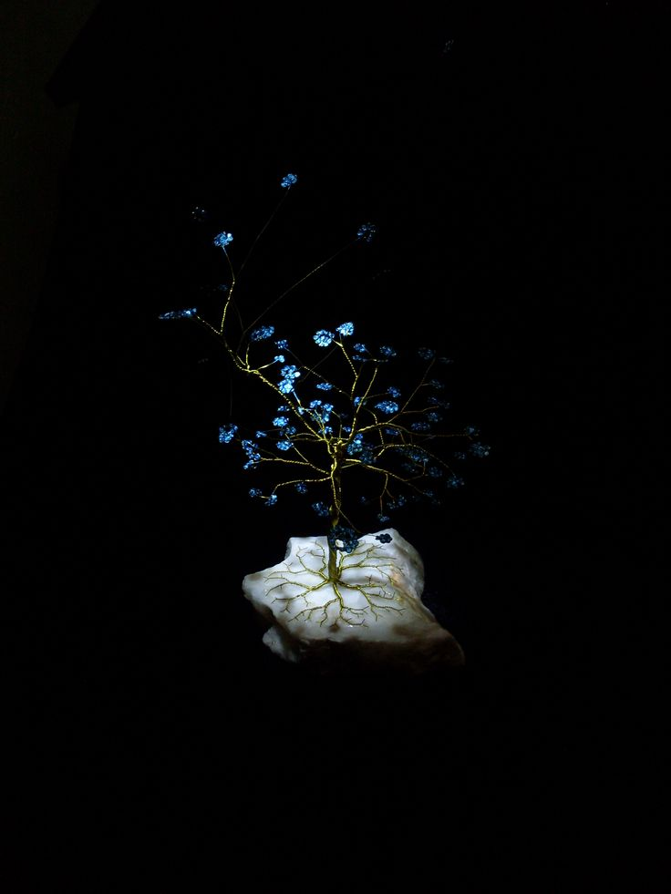 дерево из золотистой проволоки на камне (мрамор) /the tree of Golden wire on a stone (marble)/.$20,43