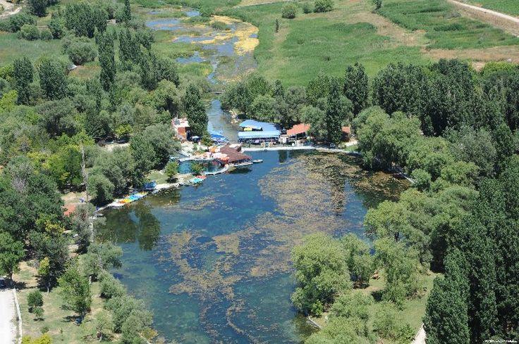 Sakarbaşı/Çifteler/Eskişehir/// Eskişehir'in Çifteler ilçesindeki Sakaryabaşı, Türkiye'nin üçüncü büyük nehrinin, 820 kilometre yol kat edip Karadeniz'e dökülen Sakarya'nın doğum yeri.