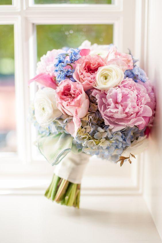ピンク×ブルーの組み合わせがベストな相性◎ウェディングドレスに似合うブーケまとめ一覧♡