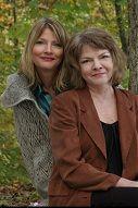 P.J. Tracy is het pseudoniem van P.J. Lambrecht en Traci Lambrecht, een schrijversteam van moeder en dochter. P.J. Lambrecht woont in Minnesota, tegen de Canadese grens aan, terwijl dochter Traci in Californië woont. Monkeewrench is hun debuut, de eerste in een serie thrillers, doorspekt met humor.