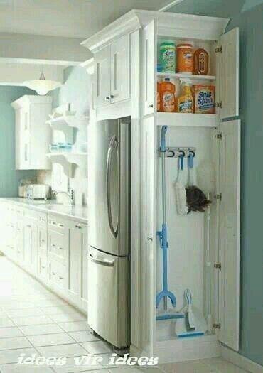 Mueble organizador productos de limpieza en cocina