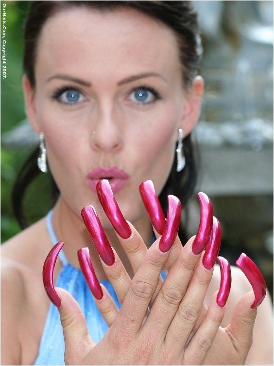 Tatoo milf long nails