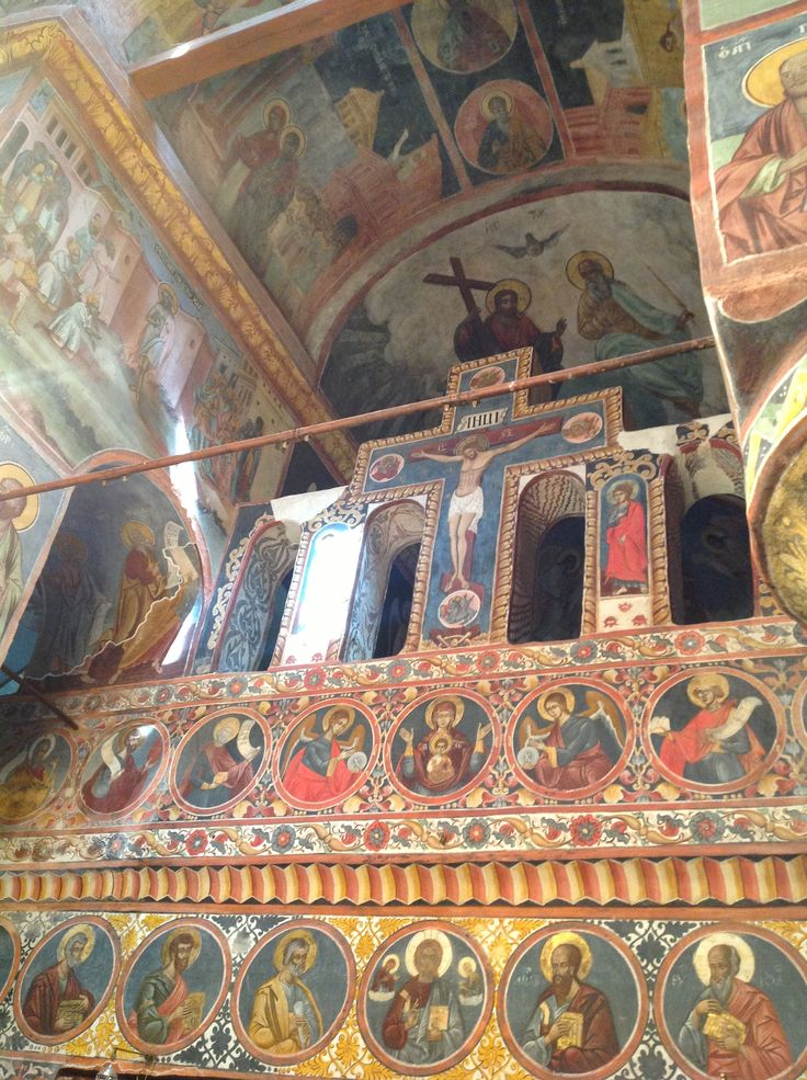 Inside the church can be distinguished frescoes of the 16th century, and portraits of important figures of the time. Although, over time, the frescoes in the monastery Snagov underwent numerous changes and renovations, these still represent the largest frescoes ensamble which is preserved in a church in this area.
