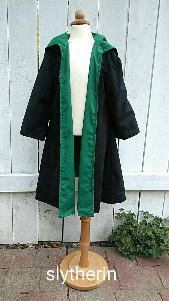 Harry Potter Poudlard Robes Serpentard enfant par SnakeandBadger                                                                                                                                                                                 Plus