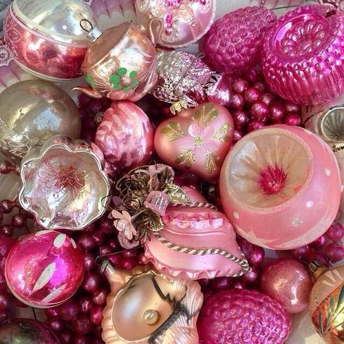 "The many shades of Christmas ""pink"" in beautiful vintage style baubles~❥"