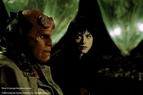 Still of Ron Perlman and Selma Blair in Hellboy (2004) http://www.movpins.com/dHQwMTY3MTkw/hellboy-(2004)/still-1612814336
