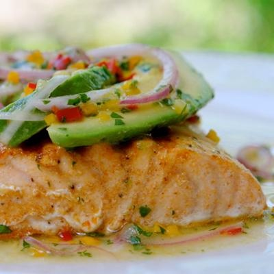10 Mexican Dishes for Staying Slim  Enjoy the rich flavors of your favorite Mexican foods without guilt.: Fun Recipes, Grilled Salmon, Laylita Recipes, Avocado Salsa, Con Salsa, Grilledsalmon, Sauce, Parrilla Con, Salmon Recipes