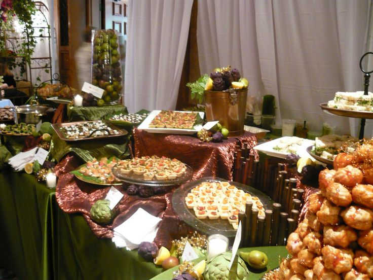 Banquet food table displays main course california for Buffet cuisine en pin