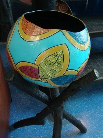 Hermosa artesanía de tapara pintada a mano en la Isla de Margarita, Taller El Techo Azul, Venezuela