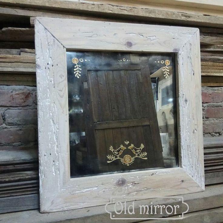 Состаренное зеркало с выгравированным рисунком в раме из очень старой доски.🌳 mit unseren Händen gemacht  #мебель #мебельназаказ #дизайн #дизайнер #интерьер #эко #дуб #стараядоска #лофт #дизайнинтерьера #амбарнаядоска #гравировка